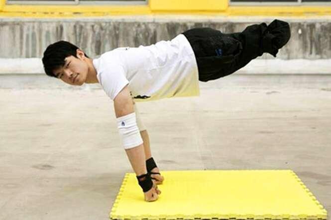 Jovem perde as pernas quando criança, dá a volta por cima e se torna fisiculturista