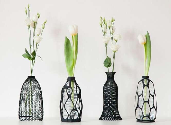Vasos elegantes são projetados para armazenar uma garrafa Pet dentro