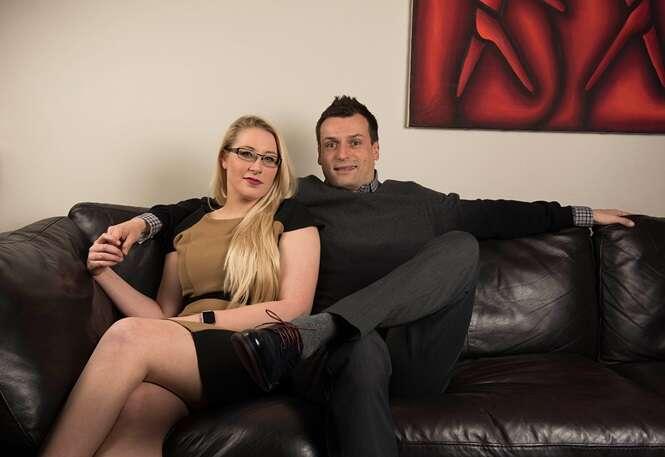 """Viciada em sexo encontra namorado para atender suas """"necessidades"""""""