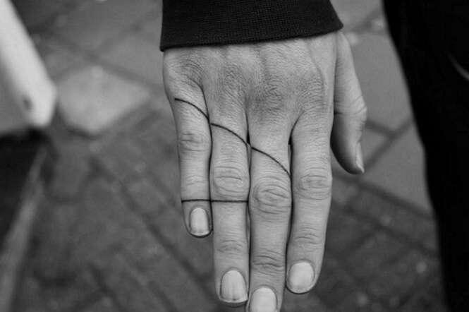 Tatuagens minúsculas provando que o maior nem sempre é o melhor