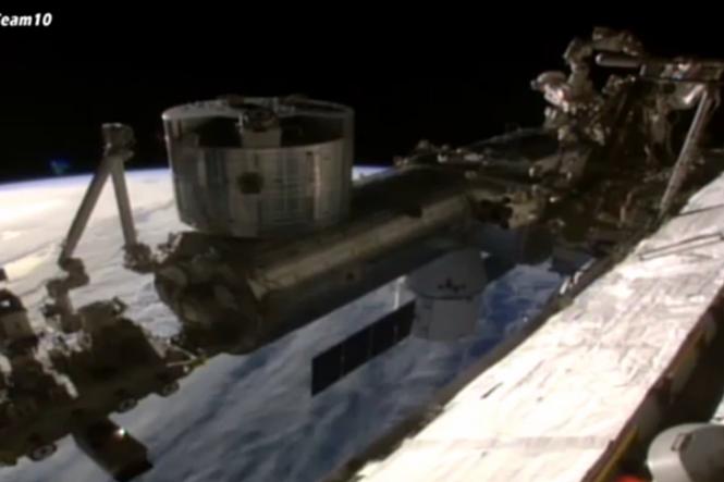 Suposto OVNI aparece em transmissão ao vivo da NASA