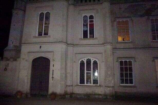 Fantasmas de duas crianças são vistos em casa assombrada
