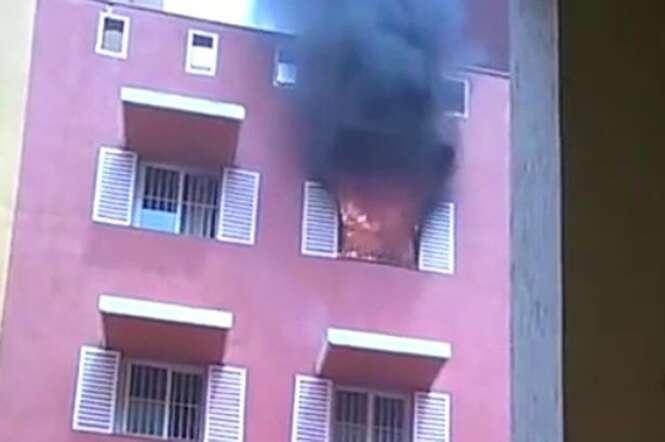 Seguranças tentam combater incêndio mas se tornam motivo de chacota