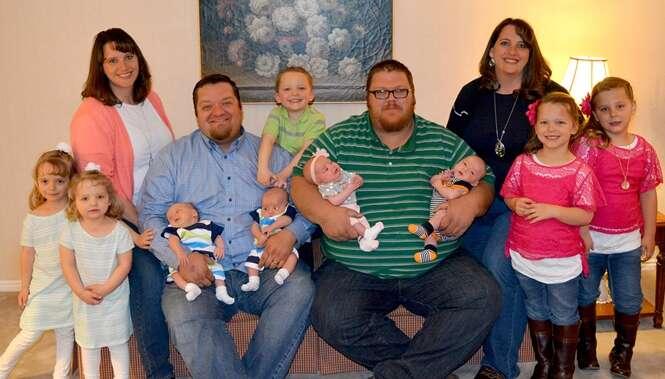 Gêmeas idênticas aumentam a família ao dar à luz mais quatro casais de gêmeos