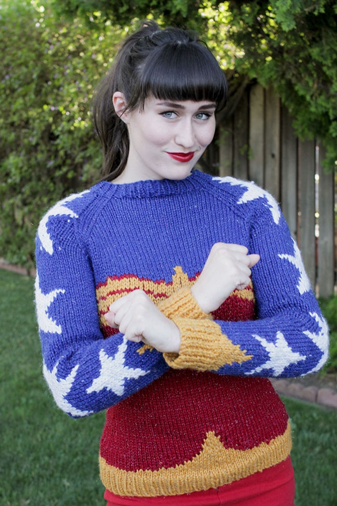 Suéter da Mulher-Maravilha promete fazer sucesso entre as Geek's