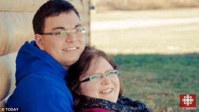 Recém-casados descobrem estar esperando quadrigêmeas idênticas