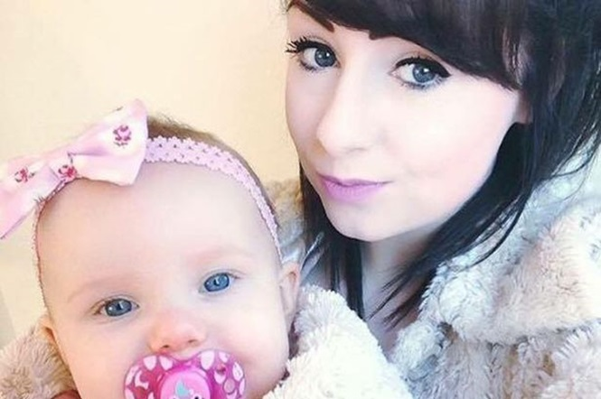 Mãe salva vida de seu bebê empurrando carrinho da criança momentos antes de ser morta atropelada