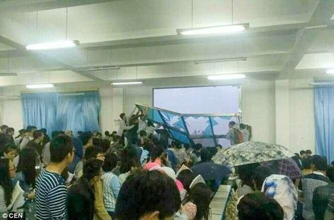 Janelão cai dentro de sala de aula em universidade e fere nove alunos