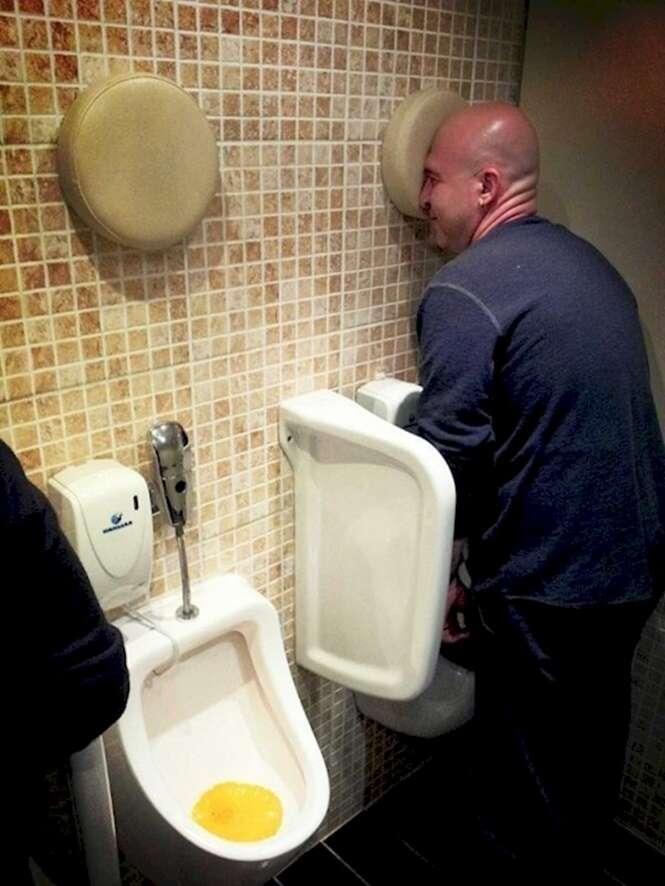 Mictórios criativos em banheiros masculinos
