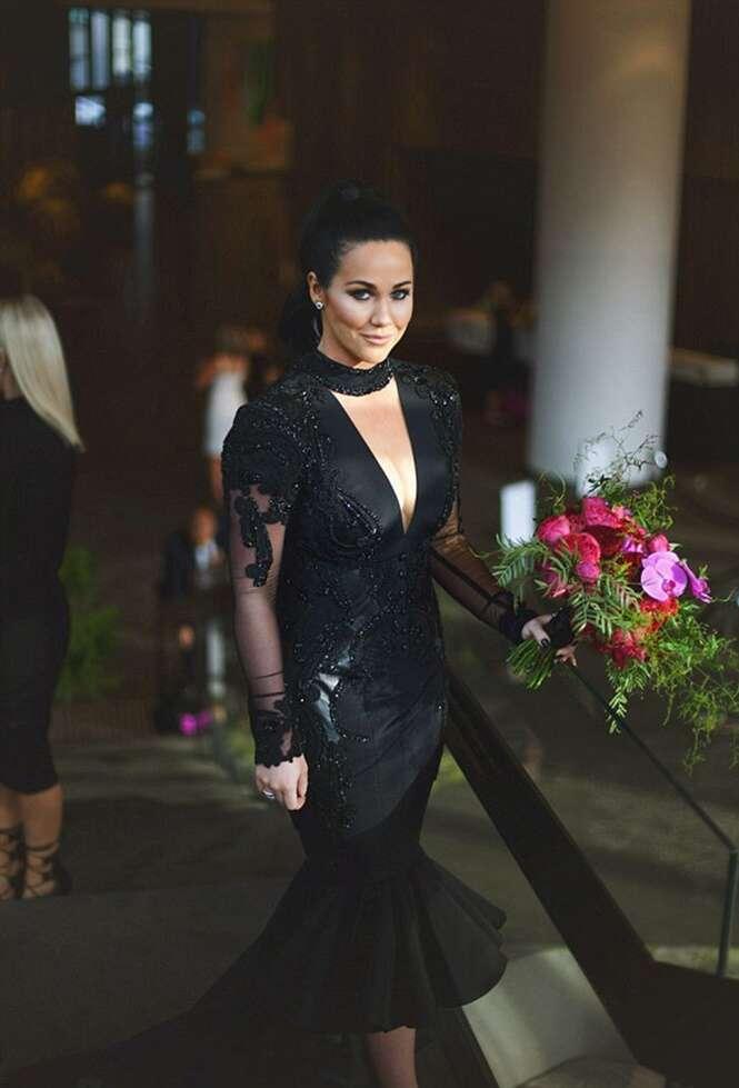 Noiva quebra tradição e se casa vestida de preto