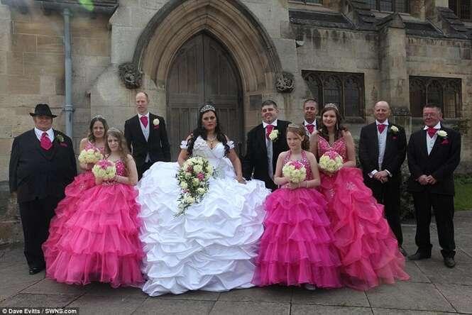 Noiva de 61,5 quilos se casa usando vestido de R$ 30 mil que pesava mais que ela própria