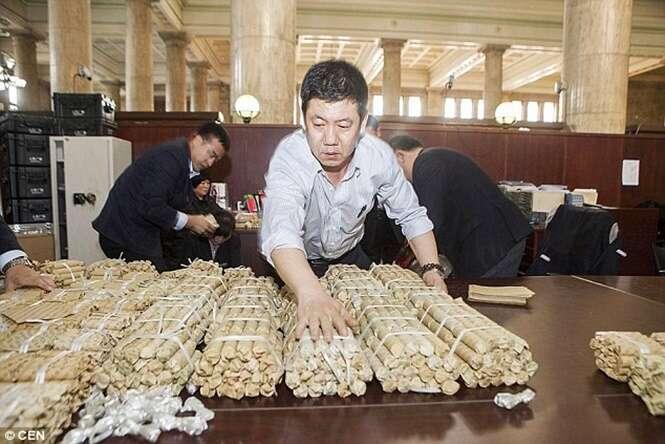 Homem chega a banco com R$ 9 mil em moedas para depositar em sua conta