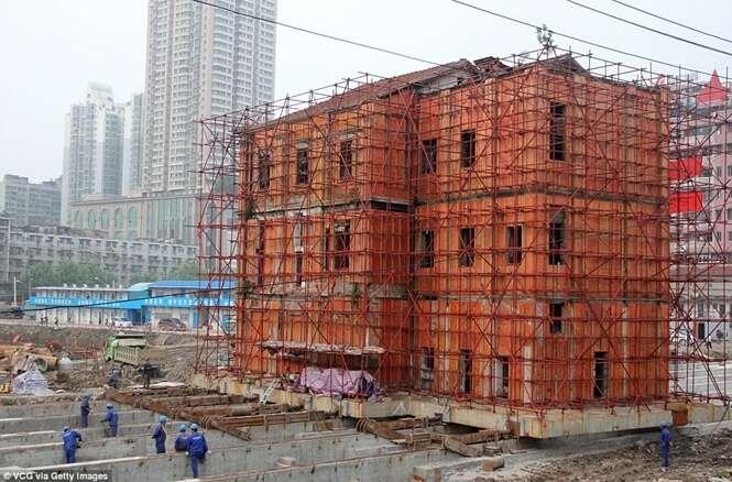 Chineses se preparam para mover edifício a outro local