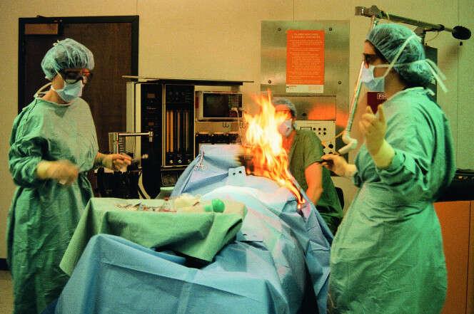 Paciente pega fogo durante operação em sala de cirurgia nos EUA