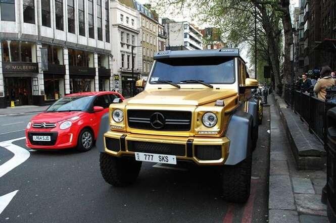 Bilionário recebe multa em carros de ouro e continua almoçando sem se preocupar