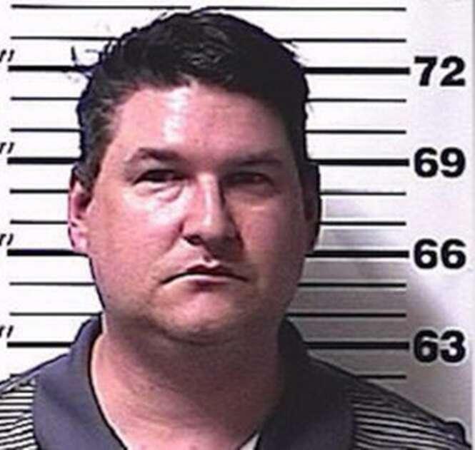 Pai é preso por obrigar filha a se casar com estuprador que a deixou grávida