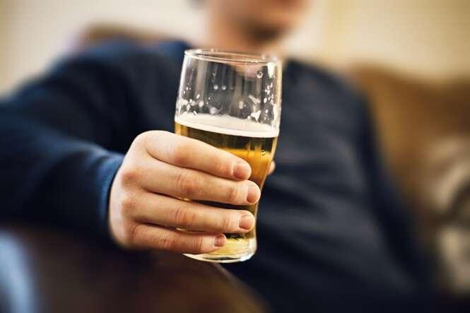Dicas que vão te ajudar de uma vez por todas a parar de beber