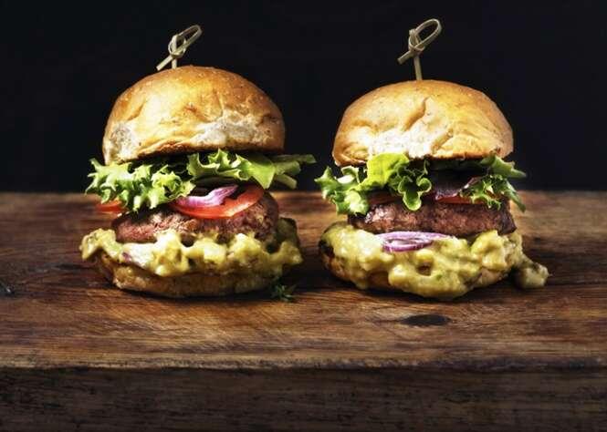 Estudo descobre existência de fezes em bifes de hambúrguer