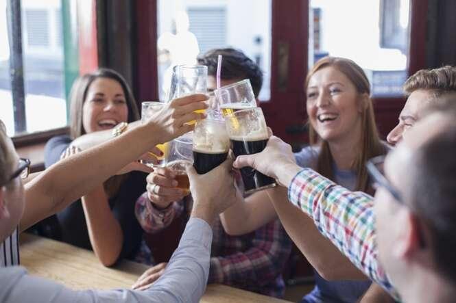 Coisas que acontecem quando saímos com os amigos para beber