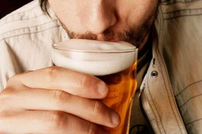 Homem que bebeu álcool todos os dias mostra incrível transformação após passar 500 dias sóbrio