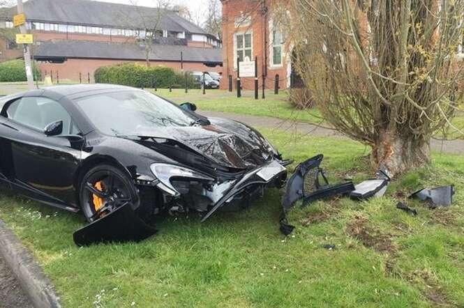Proprietário destrói McLaren de R$ 1 milhão