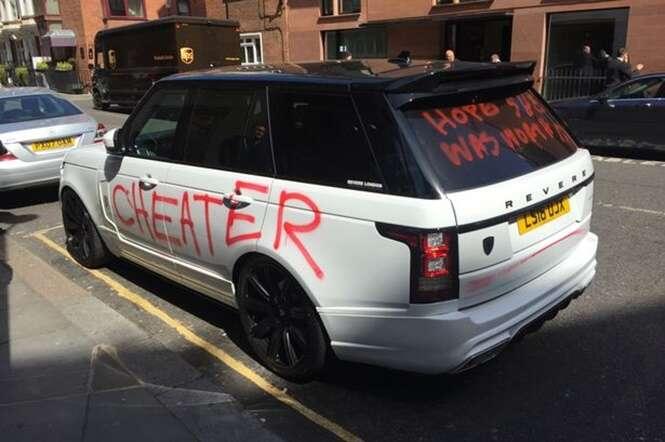Homem fica envergonhado ao buscar carro estacionado e perceber que ele estava todo pichado