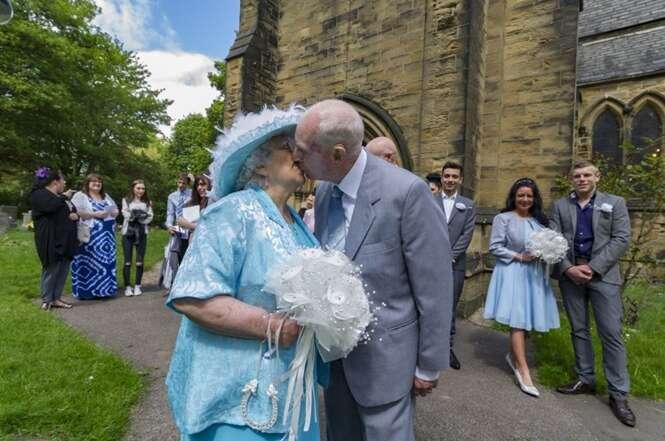 Idoso de 84 anos se casa após enrolar namorada durante 44 anos