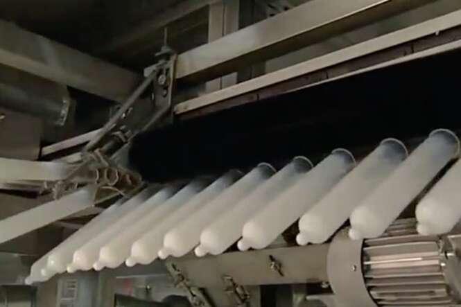 Vídeo curioso mostra como preservativos são fabricados