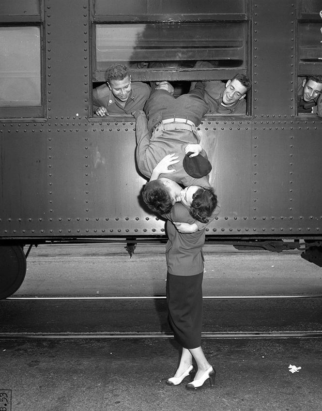 Fotos antigas e românticas de soldados indo para a guerra
