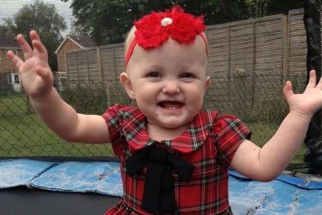 Criança de um ano que se casou com o próprio pai porque morreria de câncer falece