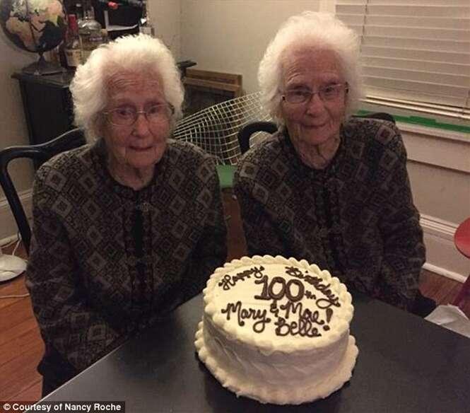 Conheça as gêmeas idênticas de 100 anos não se separam para nada