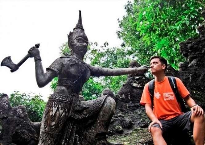 Pessoas que sabem se divertir com estátuas