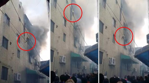 Mãe desesperada joga os três filhos da janela de prédio em chamas