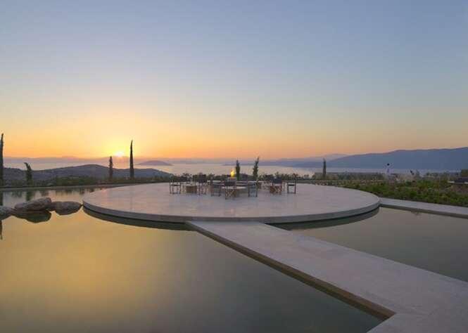 Resort grego impressiona pelas vistas deslumbrantes