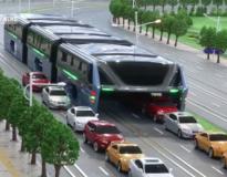 China deve lançar em 1 ano o ônibus do futuro que transportará 1.200 pessoas e passará sobre os carros
