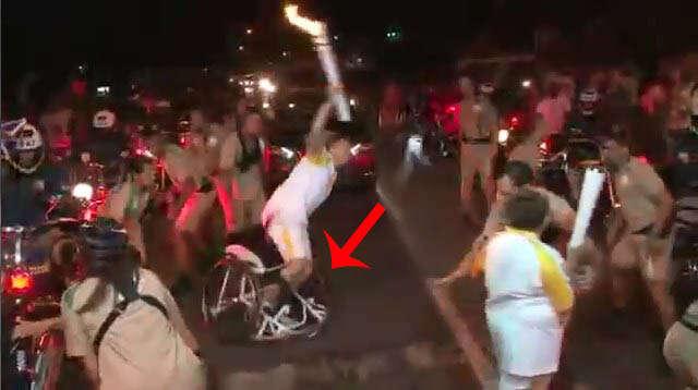 Cadeirante causa polêmica ao se levantar durante revezamento da Tocha Olímpica