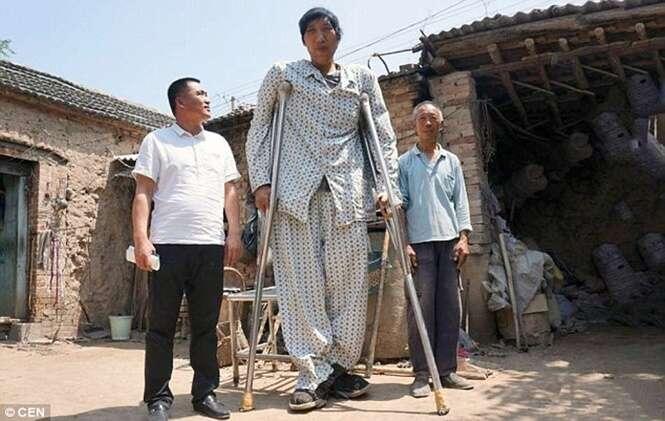 Homem mais alto da China poderá finalmente caminhar