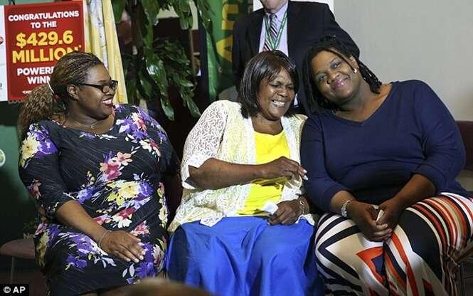 Mãe e seus sete filhos ganham R$ 1,5 bilhões na loteria