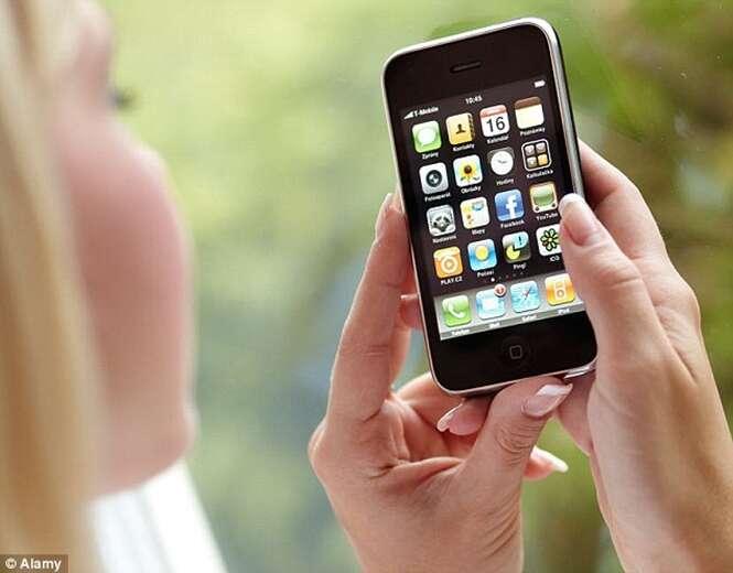 Esposa invade WhatsApp do marido, descobre ter sido traída e é multada por invasão de privacidade