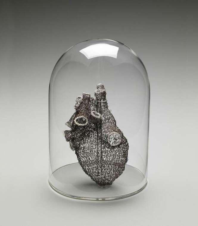 Artista se inspira em órgãos humanos para criar crochês incríveis