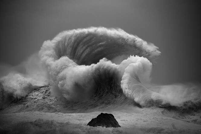 Fotos incríveis demonstrando o poder das ondas