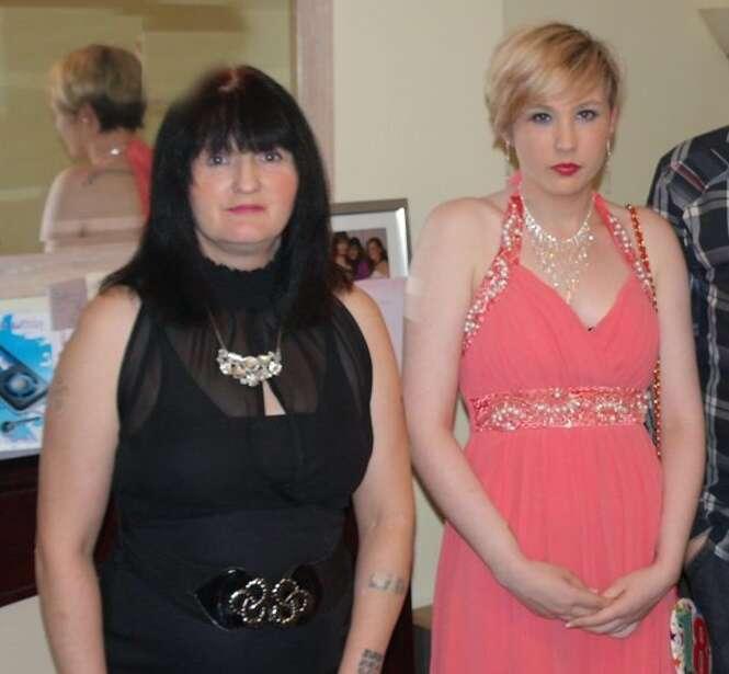 Chelsea em uma foto com sua mãe Jacqueline. Foto: SWNS