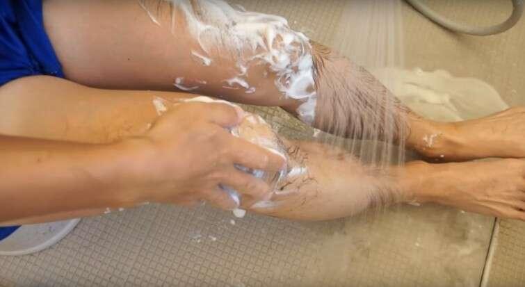 """Empresa japonesa lança espuma """"mágica"""" que remove todos os pelos do corpo"""