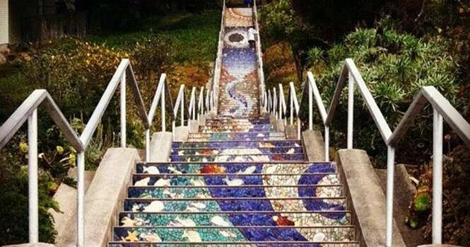 Parece uma simples escada, mas quando o sol se põe algo incrível acontece