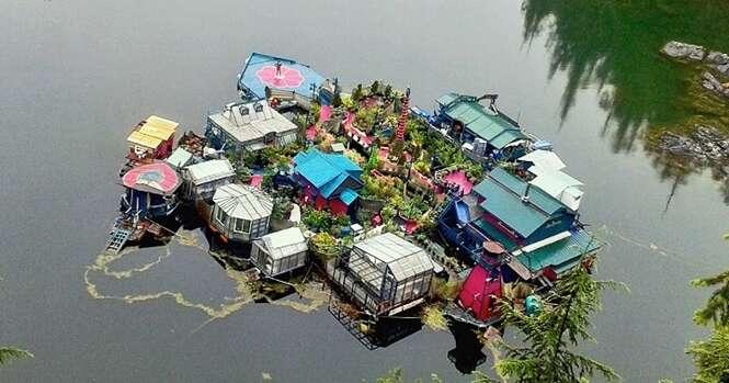 Casal passa 20 anos construindo casa própria em ilha flutuante