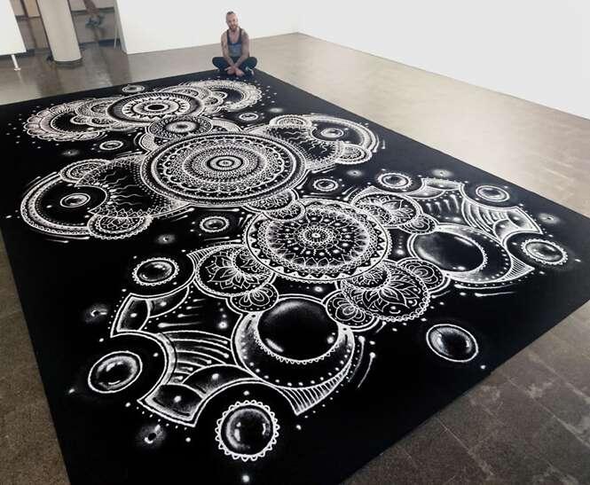Artista cria desenhos fascinantes com ajuda de sal de cozinha