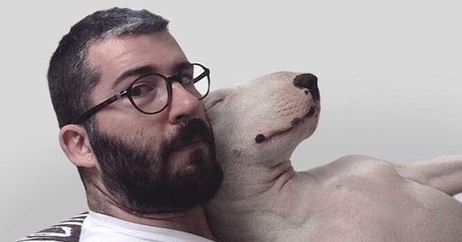 A ex-mulher desse cara o abandonou, deixando-o apenas com o cão. Ele, então, teve uma brilhante ideia...