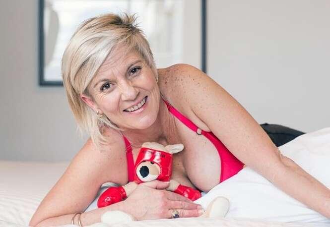 Vítima de ataque de canguru afirma que seus implantes de silicone salvaram sua vida