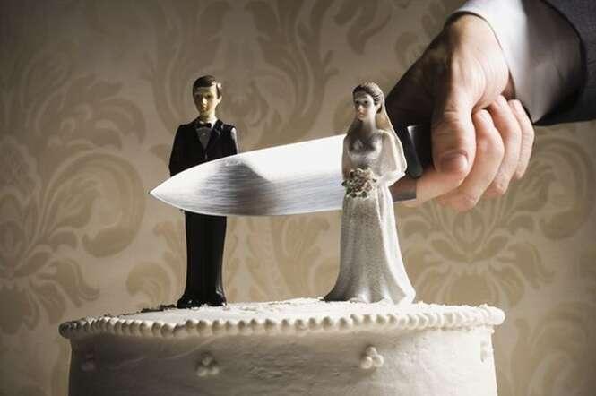 Fotógrafa revela indícios do dia do casamento que evidenciam que a relação terminará em divórcio