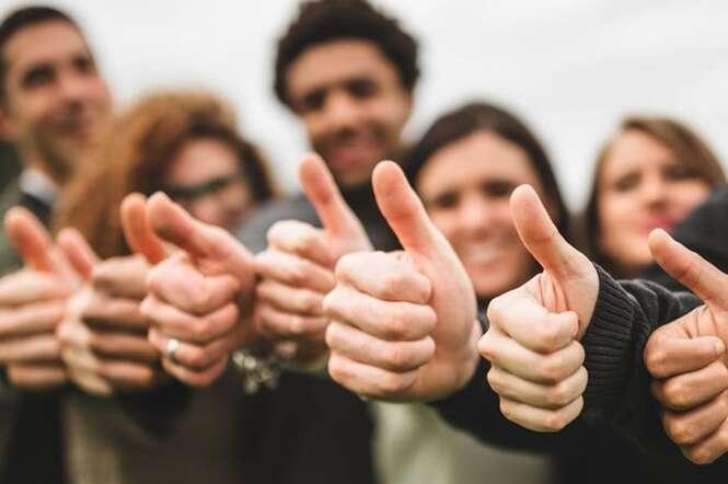 Estudo revela que algumas pessoas estão ficando com um dos polegares maior que o outro